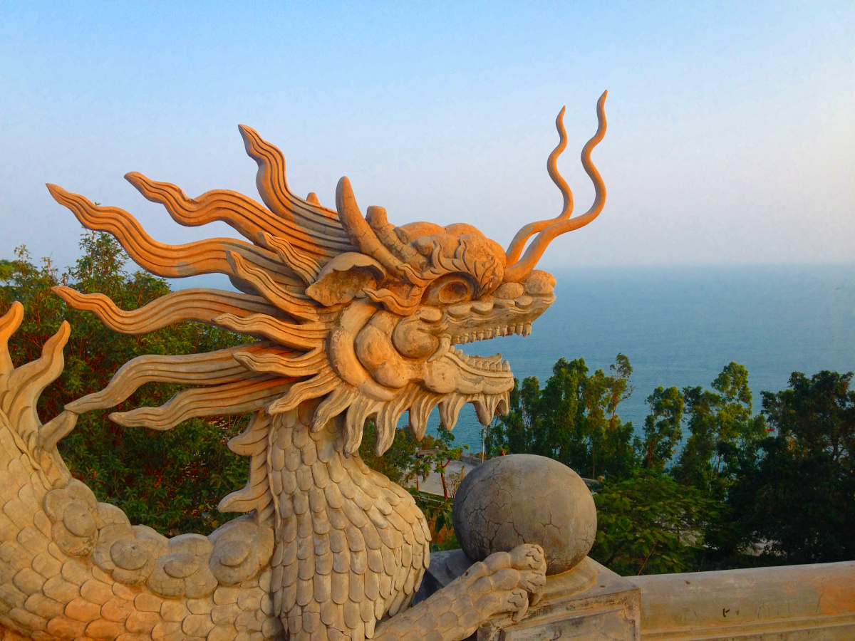 Linh Ung Buddhist Temple Dragon